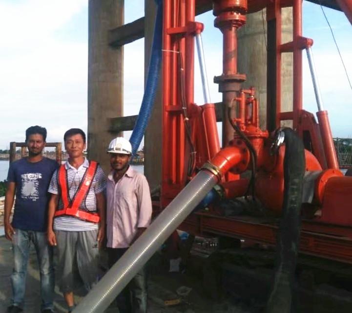 液压步履式打桩机在孟加拉施工